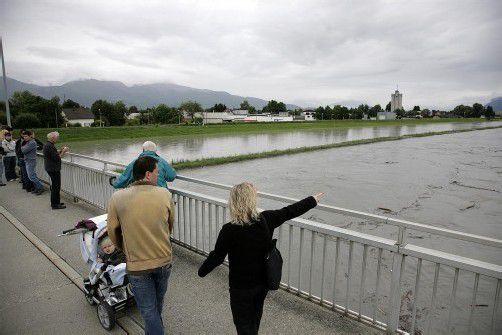 Hochwasser am Rhein kann gefährlich sein.