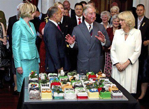 Der britische Thronfolger feierte mit seiner Frau Camilla und 64 weiteren Geburtstagskindern in Neuseeland. Fotos: EPA; dapd