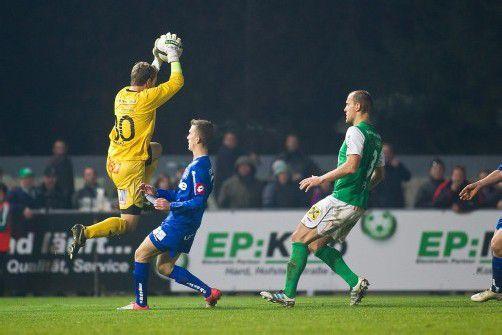 Der erst 18-jährige Lukas Hefel (l.) machte gegen BW Linz ein starkes Spiel. In der Schlussphase rettete der Torhüter der Austria mit einer tollen Parade den Sieg. Foto: steurer