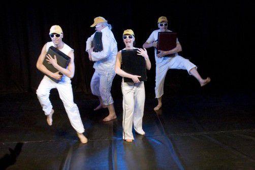 """Die """"Berliner Compagnie"""" gastiert mit dem Stück """"Die Weißen kommen"""" am Montag im Theater Kosmos in Bregenz. foto: berliner Compagnie"""