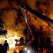 Textilfabrik in Flammen: Mehr als 100 Todesopfer