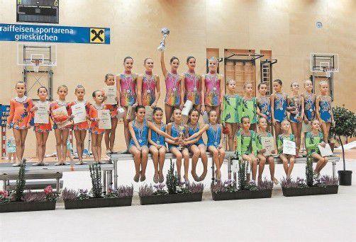 Die fünf Gruppen des Vorarlberger Turnverbands bei den ÖFT-Titelkämpfen in der Rhythmischen Gymnastik in Oberösterreich. Foto: Privat