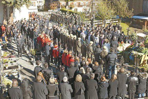 Eine große Trauergemeinde erwies dem verunglückten Skirennläufer Björn Sieber in Schwarzenberg das letzte Geleit. Fotos: klaus hartinger
