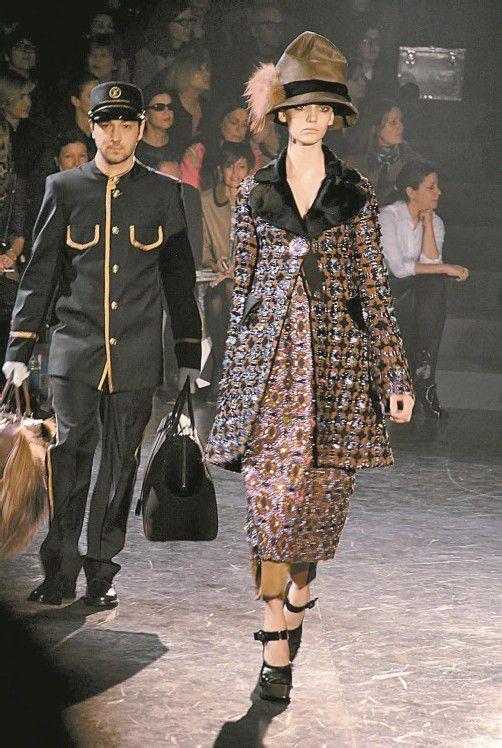 Eine mondäne Mantelparade zeigte Marc Jacobs bei der Louis-Vuitton-Winterkollektion in Paris. Foto: Gorunway
