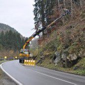 Steinschlag im Klauser Wald: Netz wird errichtet