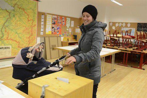 Exakt 1294 Menschen schritten gestern in Klaus zur Wahlurne. Fotos: VN/Stiplovsek