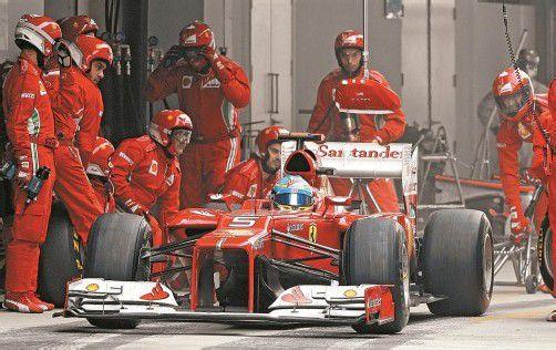Fernando Alonso ist mit der Arbeit der Ferrari-Mannschaft nicht zufrieden. Foto: ap