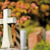 Beim Gang über den Friedhof