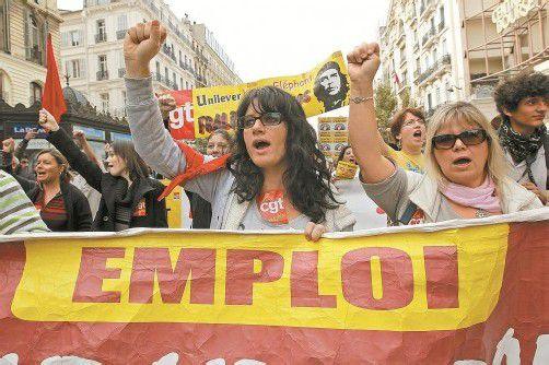 Für mehr Arbeitsplätze und gegen die Sparpolitik demonstrierten gestern aufgebrachte Franzosen in Marseille. Foto: Reuters