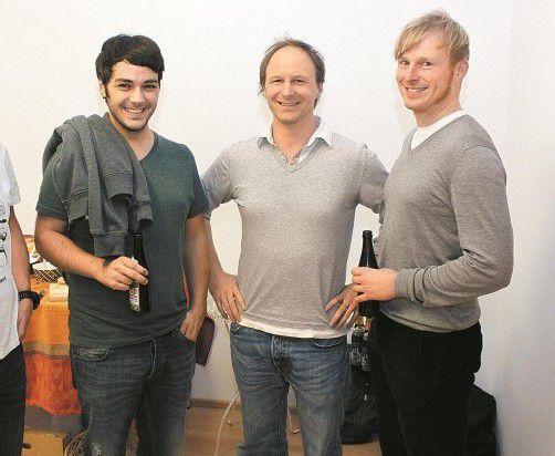 Gerold Böhler mit Gastgeber Alfons Grabher (Feldenkrais-Werkstatt) und Andreas Schmid (v. l.). FOTOS: VN/M. Zudrell
