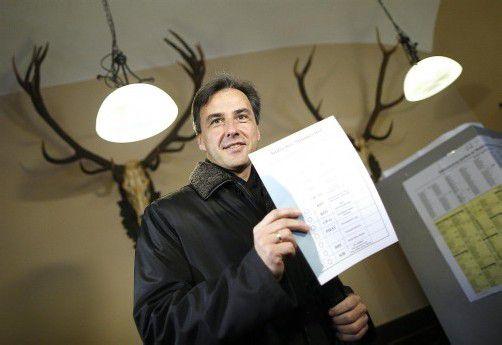 Grazer Bürgermeister Nagl bei der Stimmabgabe: Eine Koalition zu bilden wird schwierig werden. Foto: APA