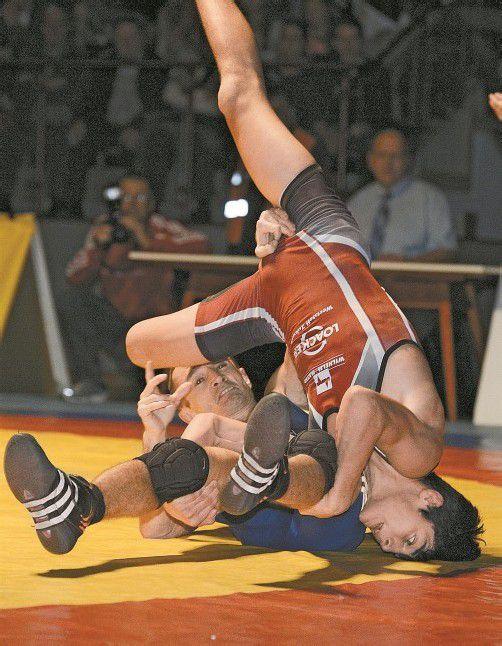 Hamsat Asuchanov konnte das Freistilduell gegen Zoltan Tamas mit 3:1 (0:6, 3:2, 2:1) für sich entscheiden. Fotos: vn/Stiplovsek