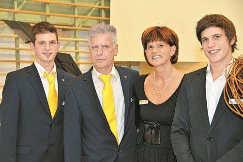 Hatte Grund zum Feiern: die Unternehmerfamilie Stefan (l.) sowie Thomas mit Maria und Manuel Feuerstein. Fotos: Privat