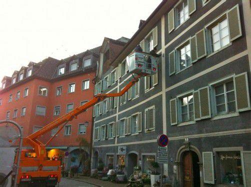 In Feldkirch ist die Weihnachtsbeleuchtung bereits montiert. Foto: bk