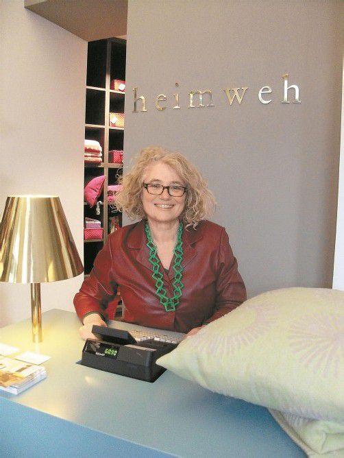 In ihrem neuen Geschäft verkauft Sonja Ladstätter-Fussenegger Kunsterzeugnisse aus Vorarlberg. Foto: vn/Entner