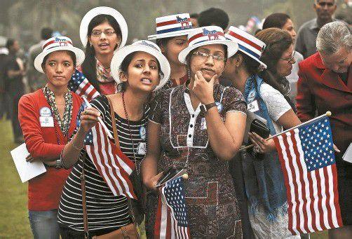 Indische Studenten warteten bei einer Wahlveranstaltung in Neu Delhi gespannt auf die Ergebnisse. Foto: DAPD