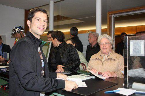 Josefine Zala ist erste Unterzeichnerin. Foto: Gemeinde