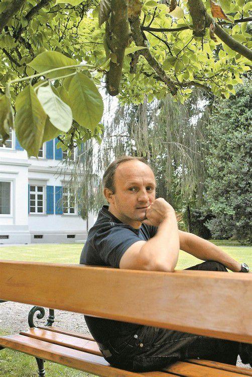 Jürgen Thomas Ernst schreibt am nächsten historischen Roman. Foto: VN