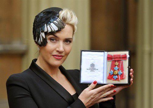 Kate Winslet wurde zusammen mit Gary Barlow von der Queen geehrt.