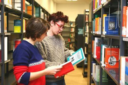 Lesen gehört zu den elementaren Dingen. Foto: Bilderbox