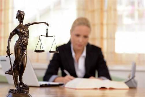 Machen Anwälte die Welt tatsächlich schlechter, wie manche von ihnen glauben? Foto: Bilderbox