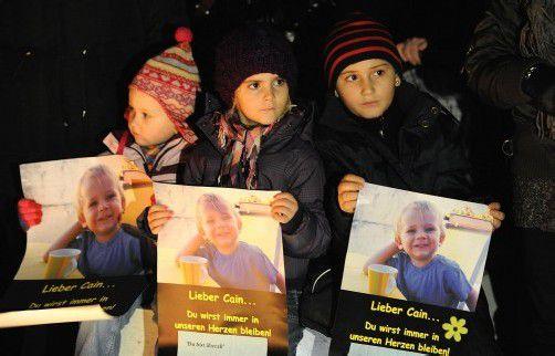 Mahnwache für Cain im Jänner 2011: Der Tod des Kleinkinds löste tiefe Betroffenheit aus. Foto: VN