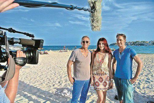 Manager Günter Unger (l.) mit Amina Dagi und dem Immobilienexperten Marcel Remus auf Mallorca - heute wird die VOX-Sendung ausgestrahlt.