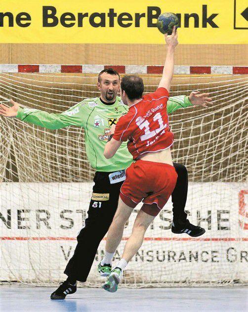 Margareten-Goalie Sergiy Bilyk konnte sich immer wieder in Eins-zu-eins-Situationen gegen die Harder Angreifer durchsetzen. Foto: diener