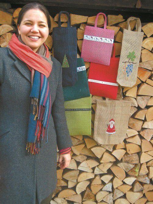 Mit dem Verkauf von Jute-Taschen schafft Pires eine sichere Einkommensquelle für burmesische Flüchtlinge in Indien. Foto: Pires