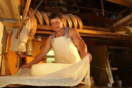 Produziert besten Bergkäse: Theresia Schneider, Sennerin auf der Alpe Obere Falz in Egg. Foto: l. Berchtold