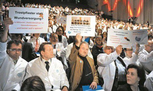 Protestkonvent im Wiener Museumsquartier: Ärzte warnen vor einer Gefährdung des solidarischen Gesundheitswesens. Foto: APA
