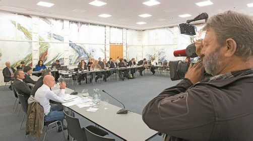 Riesiges öffentliches Interesse an der Sitzung. Allein, die ÖVP lehnte den Zugang der Öffentlichkeit ab. Foto: vn/hk