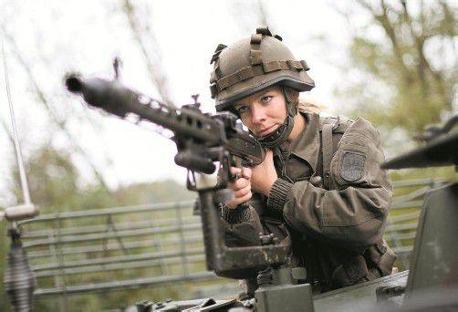 Soll die Wehrpflicht bleiben? Soll ein Berufsheer kommen? Salzburg klärt per Abstimmungsbuch auf. Foto: APA