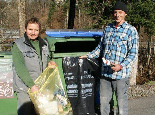 Stefan Hiller und Richard Hammerer hätten besseres zu tun, als Müll zu trennen. Foto: AK