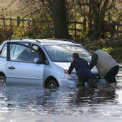 Überschwemmungen in Großbritannien: Drei Tote