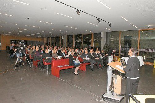 Viele Gemeindevertreter waren bei der Veranstaltung an der FH Vorarlberg anwesend. Fotos: vn/hartinger