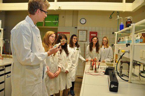 Zum Experimentieren geht es für Besucher ab ins Labor. Fotos: lcf