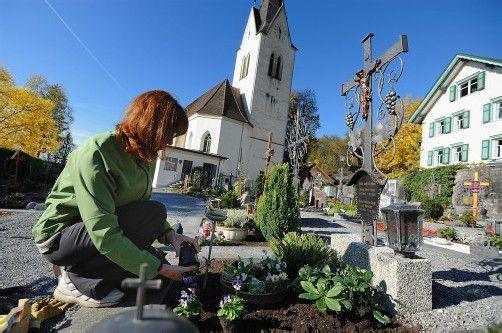 Zwei Drittel der Österreicher besuchen zu Allerheiligen die Grabstätten ihrer Familien. Foto: Stiplovsek