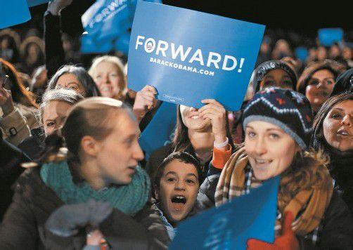 Zwei Tage vor der Wahl stärkten Anhänger von Barack Obama in Bristow, Virginia, dem Präsidenten den Rücken. Foto: Reuters