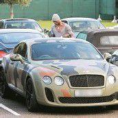 Balotelli fährt Bentley im Militärlook