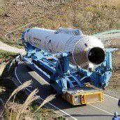 Rakete auf dem Weg zum Startplatz