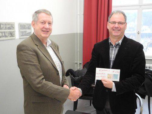Arnold Ess (Kiwanis) und Helmut Madlener vom Schulträgerverein. Foto: SM