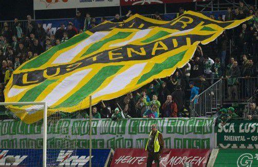 Atmosphäre und Heimeligkeit soll ein echtes Fußballstadion haben. In Lustenau macht man sich Gedanken . . . Foto: steurer