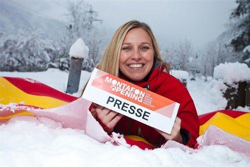 Auf der spanischen Flagge im Montafoner Neuschnee: Daniela Vonbun schafft so manchen Spagat. Foto: vn/Steurer