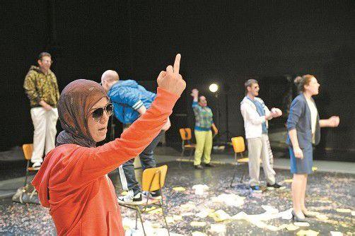 """Beweis einer erfolgreichen Kooperation: Die Produktion """"Verrücktes Blut"""" hat das Bregenzer Theater Kosmos gemeinsam mit dem interkulturellen Verein Motif realisiert. Foto: Kosmos"""