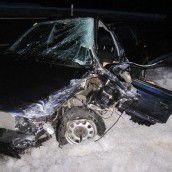 Auto rutscht auf Gegenfahrbahn