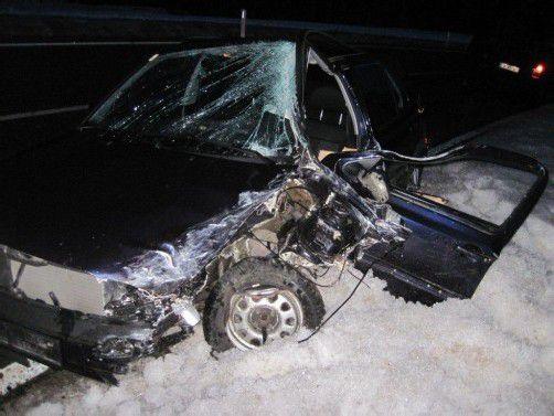 Das Auto war in einen Kleinlaster gekracht. Foto: vol.at