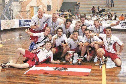 Das ÖRSV-Herrenteam nach dem historischen Medaillengewinn bei der B-WM in Uruguay und dem Aufstieg in die A-Gruppe. Foto: Privat