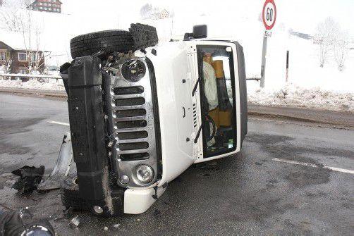 Der Jeep blieb auf der Fahrerseite liegen. Foto: vol.at/schmidt