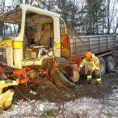 Reifenplatzer: Laster raste quer über Autobahn